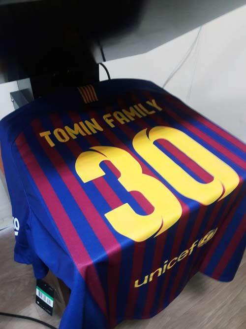 нанесение на футбольной форма Барселона