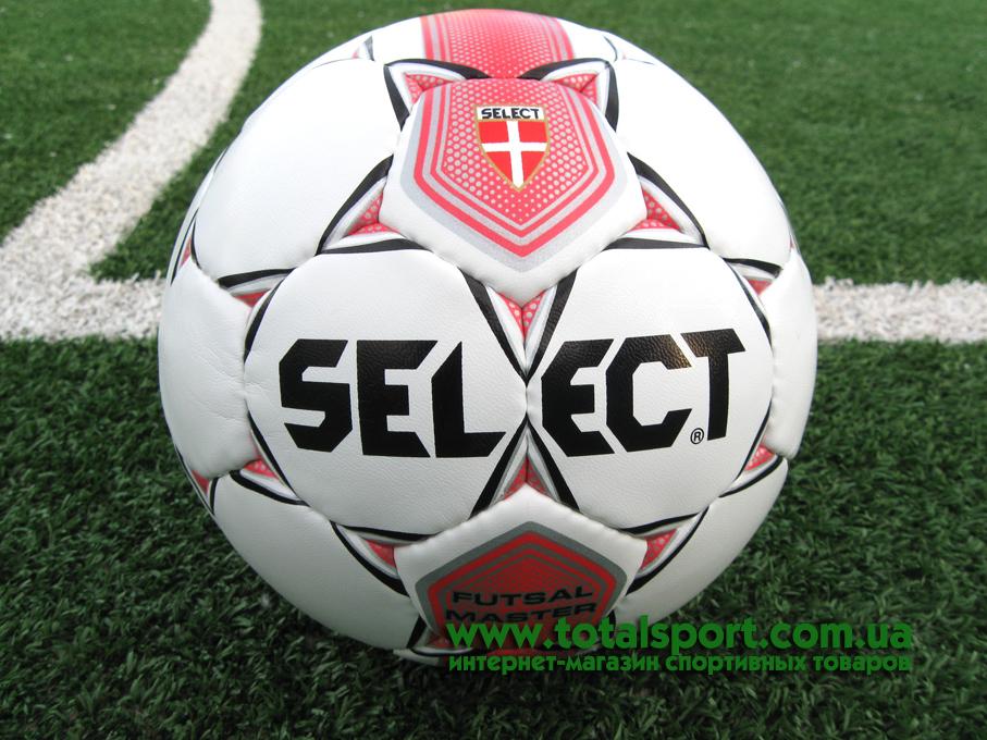 Select Futsal Master на футбольном поле