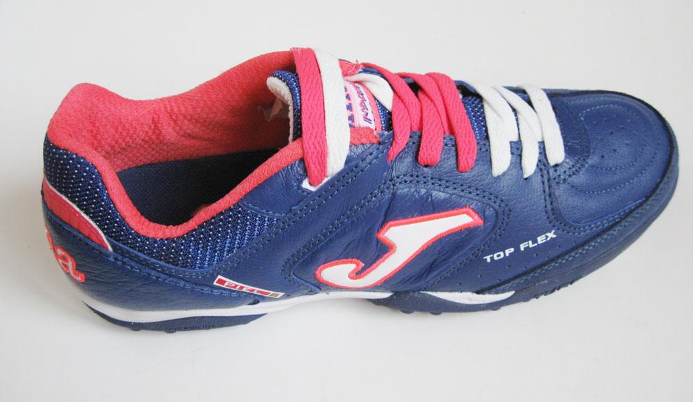 обувь для футбола на земле