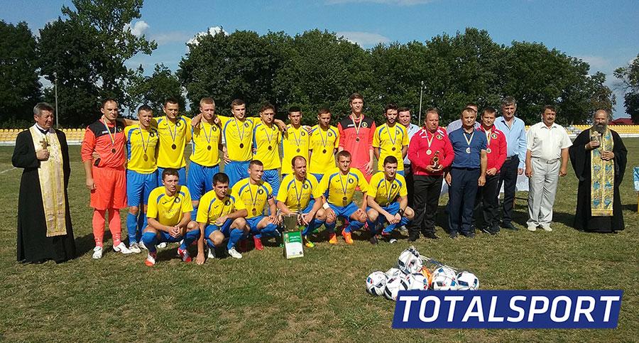 фото футбольной команды с нанесением номеров на форму