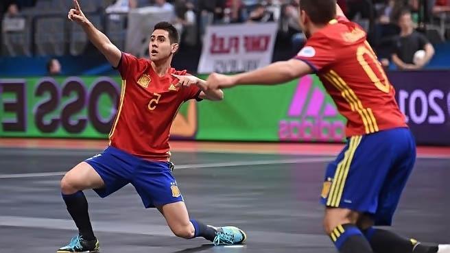Футболист забивший гол в футзале