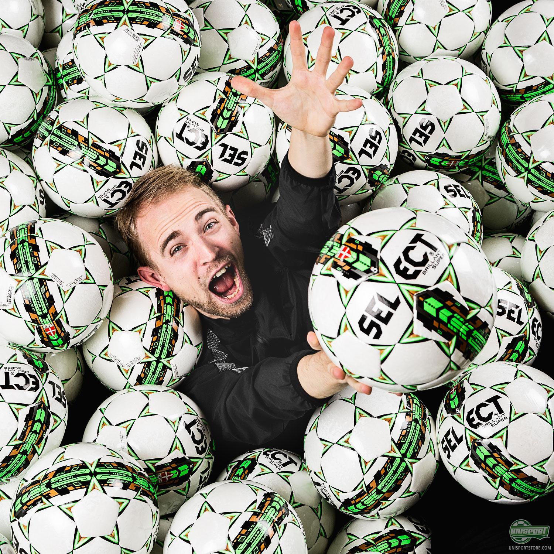 Много мячей для футзала
