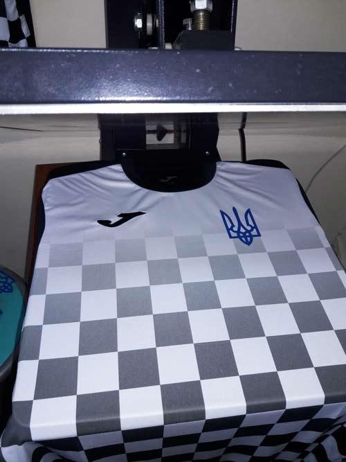 фото футбольной формы Joma с гербом Украины